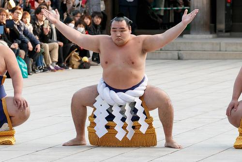 رقابتهای کُشتی سنتی ژاپنی در معبد