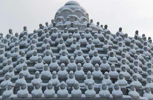 معبدی برفپوش شده در شهر اوکچئون در کره جنوبی