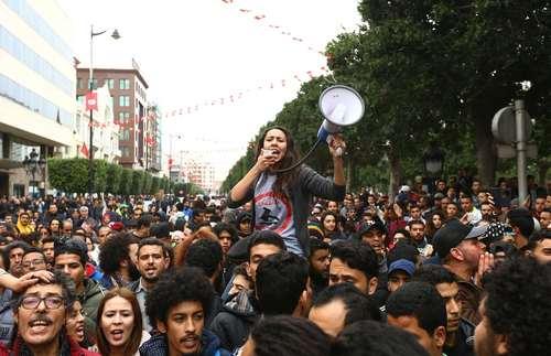 تظاهرات در اعتراض به افزایش قیمتها در شهر تونس/عکس: خبرگزاری آناتولی