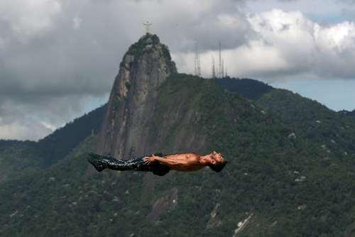 نمایش آکروباتیک در ریودوژانیرو برزیل