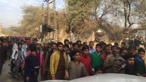 مراسم تشییع پیکر زینب با تظاهرات معترضان به عملکرد ضعیف پلیس به خشونت کشیده شد