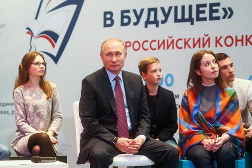 جلسه ملاقات پوتین با دانش آموزان روسی که بهترین انشاها را درباره موضوع