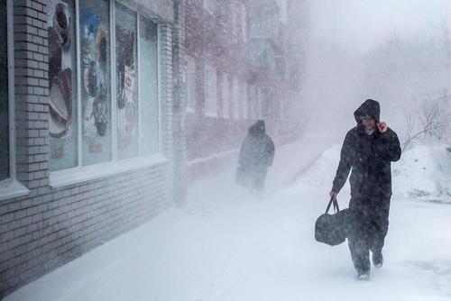 برف و بوران در شهر اومسک روسیه