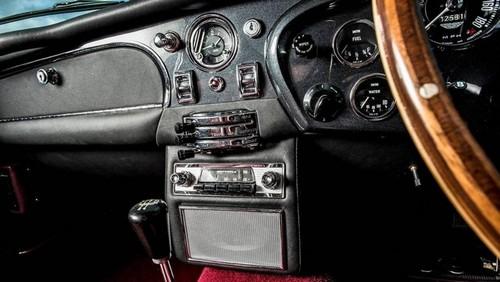 حراج استون مارتین DB5 کلاسیک در لندن (+عکس)