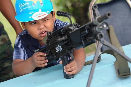 بازدید کودکان از آکادمی نیروی دریایی ارتش تایلند در روز ملی کودک - بانکوک