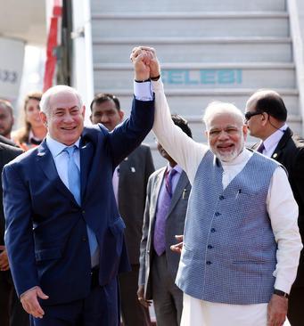 استقبال رسمی نخست وزیر هند از همتای اسراییلی در فرودگاه- دهلینو/ عکس: هندوستان تایمز