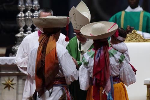 مراسم روز جهانی مهاجران و پناهجویان در کلیسای سنت پترز واتیکان