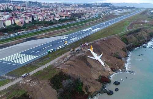 انحراف یکم هواپیمای مسافربری از روی باند فرود در فرودگاه ترابزون ترکیه خوشبختانه به هیچ یک از 162 سرنشین این هواپیما آسیبی نرسید
