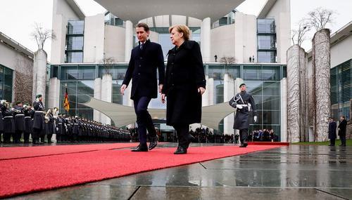 مراسم استقبال رسمی صدراعظم آلمان از نخست وزیر جدید اتریش در برلین