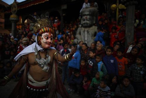 یک رقصنده رقص سنتی