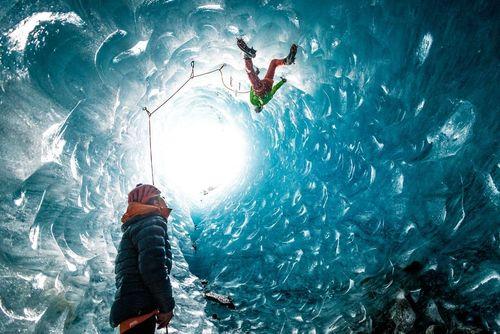 بالا رفتن کوهنوردان از یخچالی در کوههای آلپ در فرانسه- عکس روز وب سایت