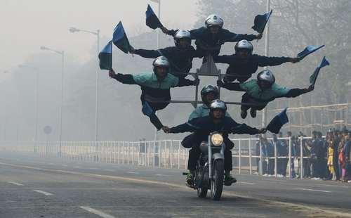 نمایش آکروباتیک به مناسبت  روز جمهوری هند- کلکته