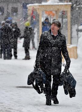 بارش سنگین برف در شهر داووس سوییس همزمان با آغاز برگزاری چهلوهشتمین مجمع اقتصاد جهانی در این شهر