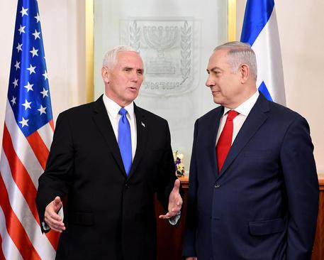 دیدار مایک پنس معاون رییسجمهوری آمریکا با بنیامین نتانیاهو نخستوزیر اسراییل در مقر نخستوزیری در شهر قدس