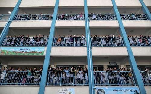عکس یادگاری دانش آموزان مدرسه سازمان ملل در باریکه غزه