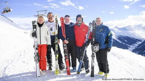 مسابقه اسکی بین نمایندگان مجالس قانونگذاری انگلیس و سوئیس که سالانه در داووس برگزار میشود نیز بهعنوان میراث بجای مانده از مقاله