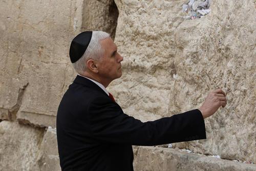 بازدید معاون رییس جمهور آمریکا از دیوار ندبه در شهر قدس