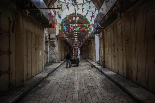 اعتصاب سراسری بازار شهر نابلس در کرانه باختری فلسطین در اعتراض به سفر مایک پنس معاون رییس جمهوری آمریکا به شهر قدس