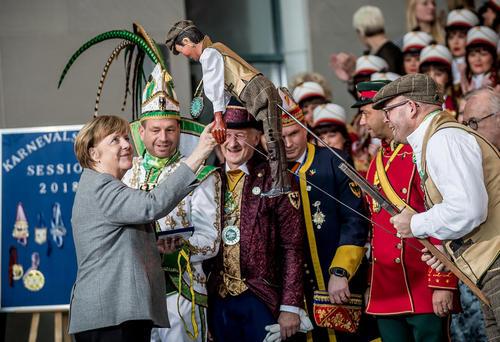 دیدار آنگلا مرکل صدراعظم آلمان با اعضای انجمن کارناوالهای آلمان –برلین