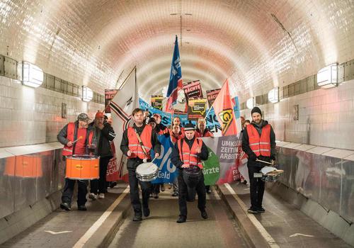 تظاهرات و اعتصاب سراسری کارگران صنایع آهن آلمان- هامبورگ