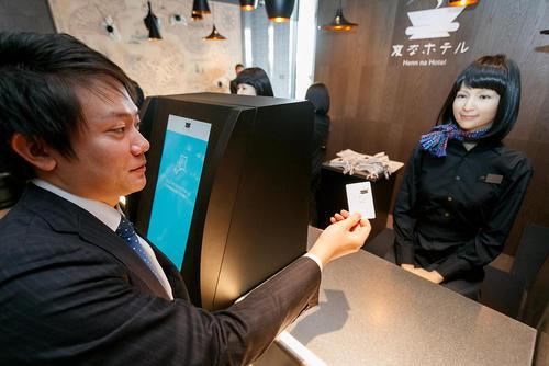 آغاز به کار روباتهای انساننما در یکی از هتلهای بینالمللی شهر توکیو ژاپن