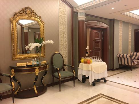 سوئیت محل بازداشت شاهزاده ولید بن طلال میلیاردر سعودی در هتل مجلل