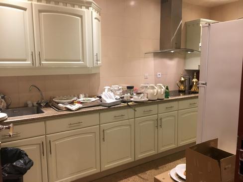 آشپزخانه سوئیت محل بازداشت شاهزاده ولید بن طلال میلیاردر سعودی در هتل مجلل