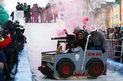 جشنواره سورتمه رانی در شهر مامادیش در جمهوری تاتارستان روسیه