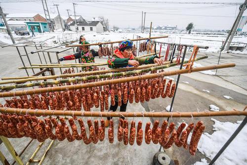 درست کردن سوسیس در روستایی در چین