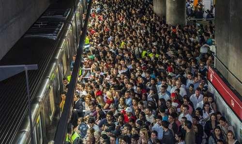 ساعت شلوغی ایستگاه مترو شهر سائوپائولو برزیل