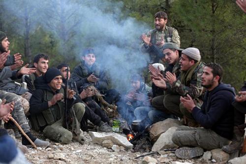 جشن و آوازخوانی نظامیان
