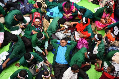 اعتصاب غذای سراسری کارگران و کارمندان بخش سلامت بنگلادش در اعتراض به وضعیت حقوق هایشان در مقابل باشگاه ملی خبرنگاران در شهر داکا