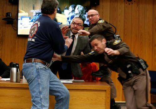 حمله پدر 3 دختر آزاردیده به متهم