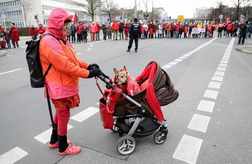 در حاشیه تظاهرات فعالان محیط زیست در شهر برلین آلمان
