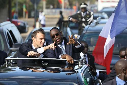 رییسجمهوری فرانسه در کنار همتای سنگالی در شهر سنتلوییس سنگال