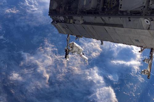 یت فضانورد یی در قالب پروژه چند مرحله ای بازسازی تجهیزات ایستگاه فضایی بین المللی- ع : ناسا