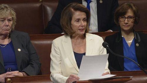 نانسی پلوسی در حال سخنرانی 8 ساعت و 7 دقیقه ای در مجلس نمایندگان آمریکا