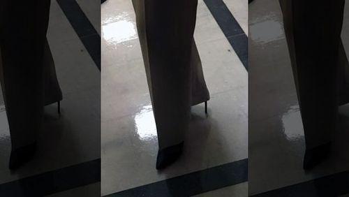 این زن 77 ساله برای حمایت از حقوق مهاجران در آمریکا بیش از 8 ساعت روی کفش های پاشنه بلند سرپا ایستاد