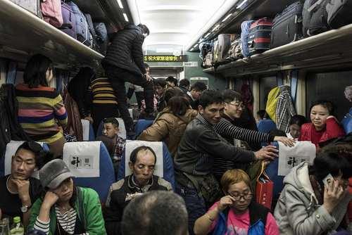 شلوغی قطارهای چینی همزمان با افزایش سفرها در تعطیلات سال نو چینی- ایستگاه قطار پکن