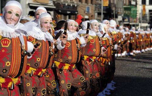 کارناوال خیابانی در شهر بینچه بلژیک