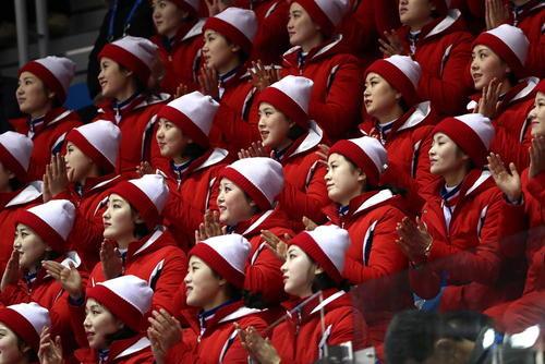 هواداران تیم کره شمالی در مسابقات اسکیت المپیک زمستانی پیونگ چانگ
