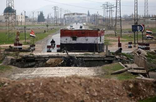 یک ایست بازرسی تحت کنترل نیروهای دولتی سوریه در حومه شهر حلب/ عکس: رویترز