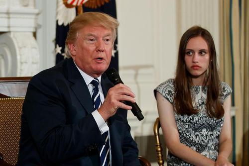 سخنرانی دونالد ترامپ در جمع گروهی از نمایندگان دانشآموزان از ایالت فلوریدا آمریکا که در پی حادثه تیراندازی اخیر در مدرسهای در این ایالت به واشنگتن رفته اند.