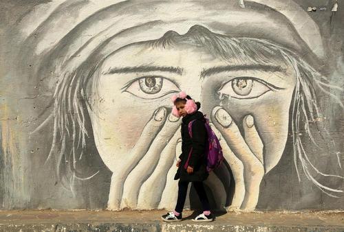 دختر دانشآموز فلسطینی در باریکه غزه