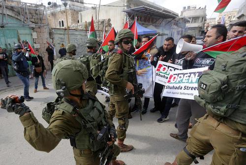 تظاهرات ضداسراییلی فلسطینیها در شهر الخلیل در کرانه غربی رود اردن