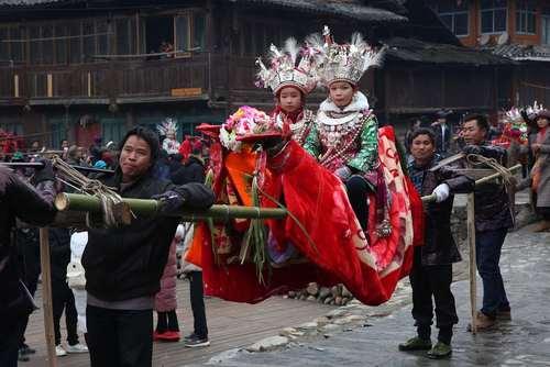 حضور کودکان برگزیده در جشنواره آیینی