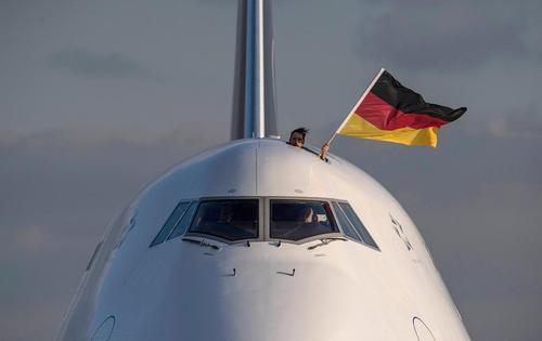 بازگشت 150 ورزشکار اعزامی آلمان به بازیهای المپیک زمستانی پیونگ چانگ کره جنوبی – فرودگاه فرانکفورت