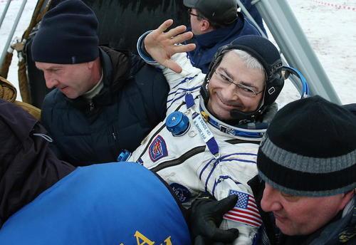 فرود فضانوردان با کپسول فضاپیمای سایوز روسی در قزاقستان