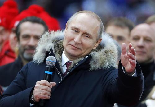 سخنرانی تبلیغاتی ولادمیر پوتین رییس جمهوری روسیه در جمع حامیانش در استادیومی در شهر مسکو در آستانه انتخابات ریاست جمهوری دو هفته آینده