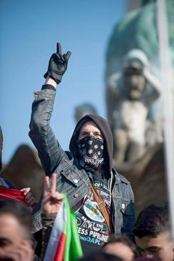 تظاهرات علیه حمله نظامی ارتش ترکیه به شهر عفرین سوریه در شهر برلین آلمان